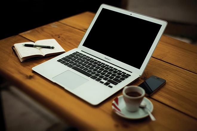 photo de la semaine : espace de travail ordinateur carnet Aspirationn'elle